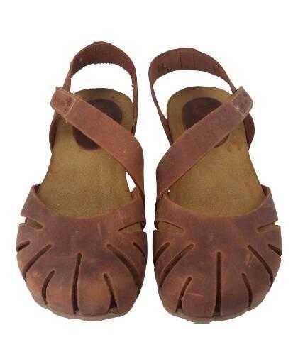 Sandalias para mujer en color cuero Caracteristicas con cierre de velcro altura de piso 2 cm zapato de estilo casual suela de g