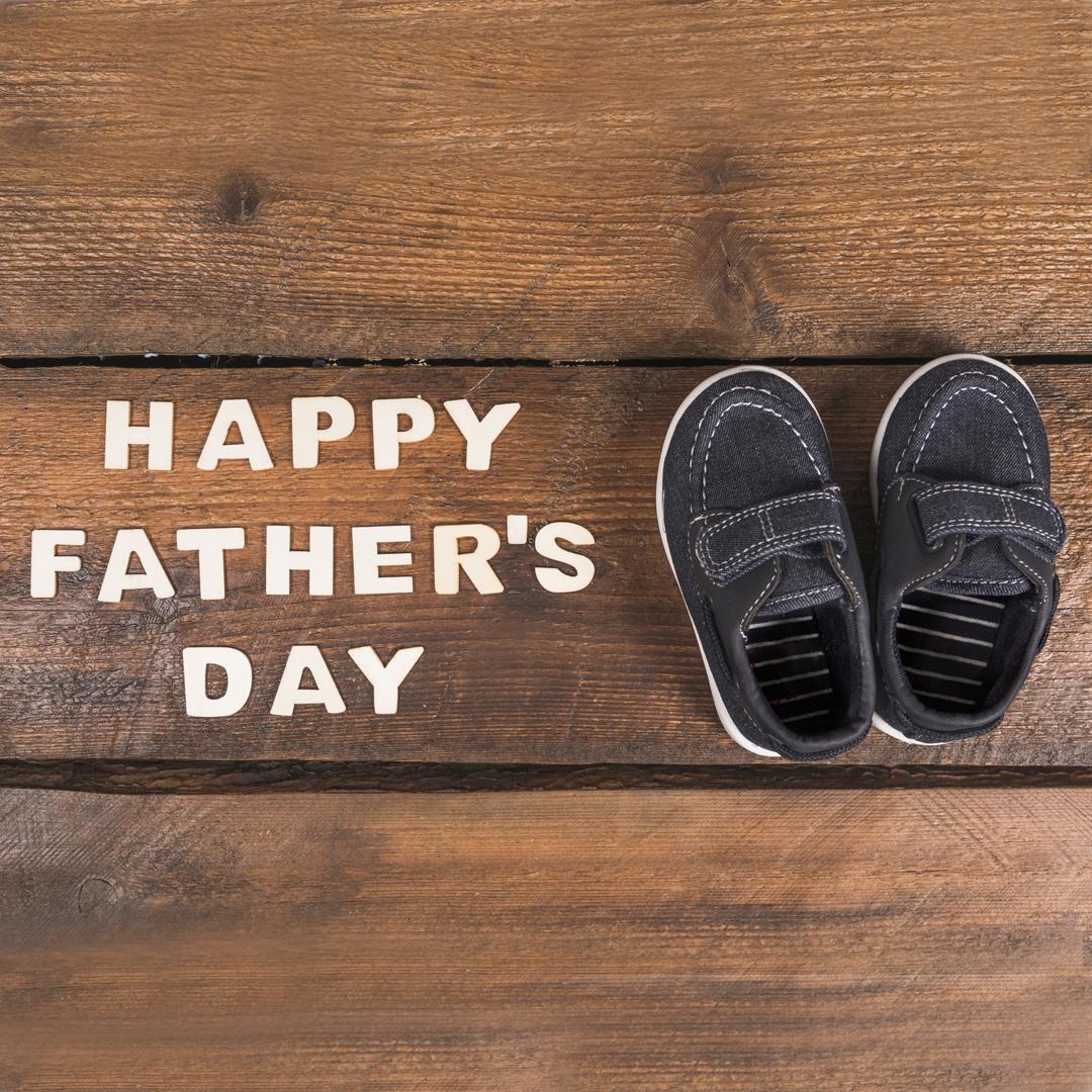 Día del Padre 2020 zapatos para papá con los que le demostrarás que es el mejor. Unoszapatos para papásiempre son una alternativa adecuada, pero ¿sabías que hay distintas opciones a tu alcance para que ajustes tu compra a la personalidad de tu padre?