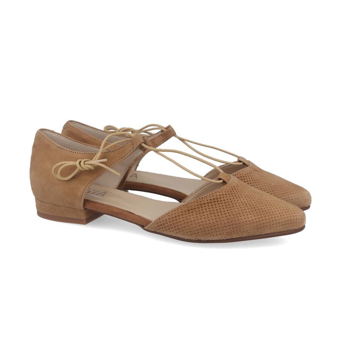 Moda en zapatos esta primavera 2020 mujer bailarinas con cordon al tobillo Kissia