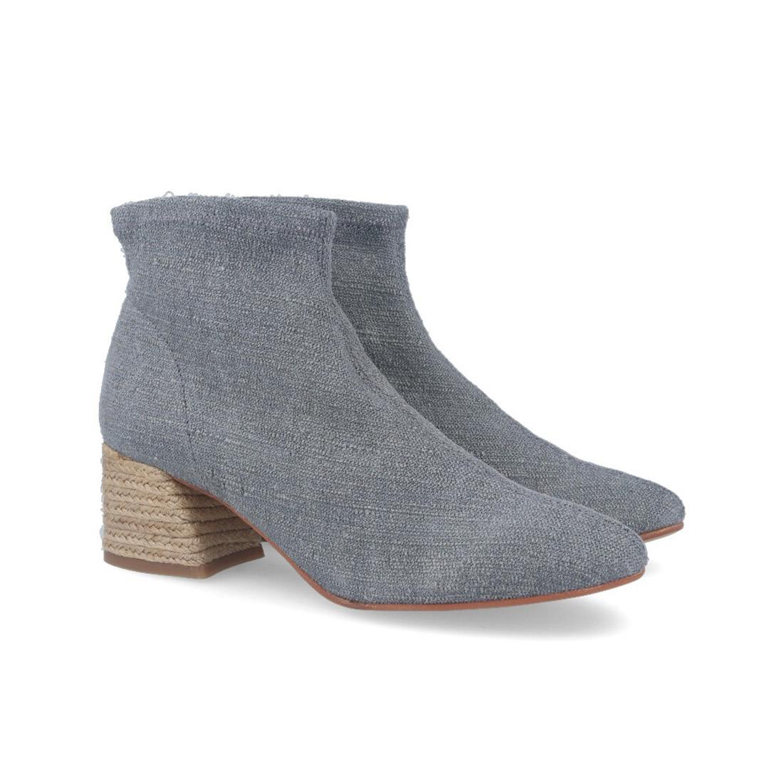 Moda en zapatos esta primavera 2020 mujer botines de licra para mujer