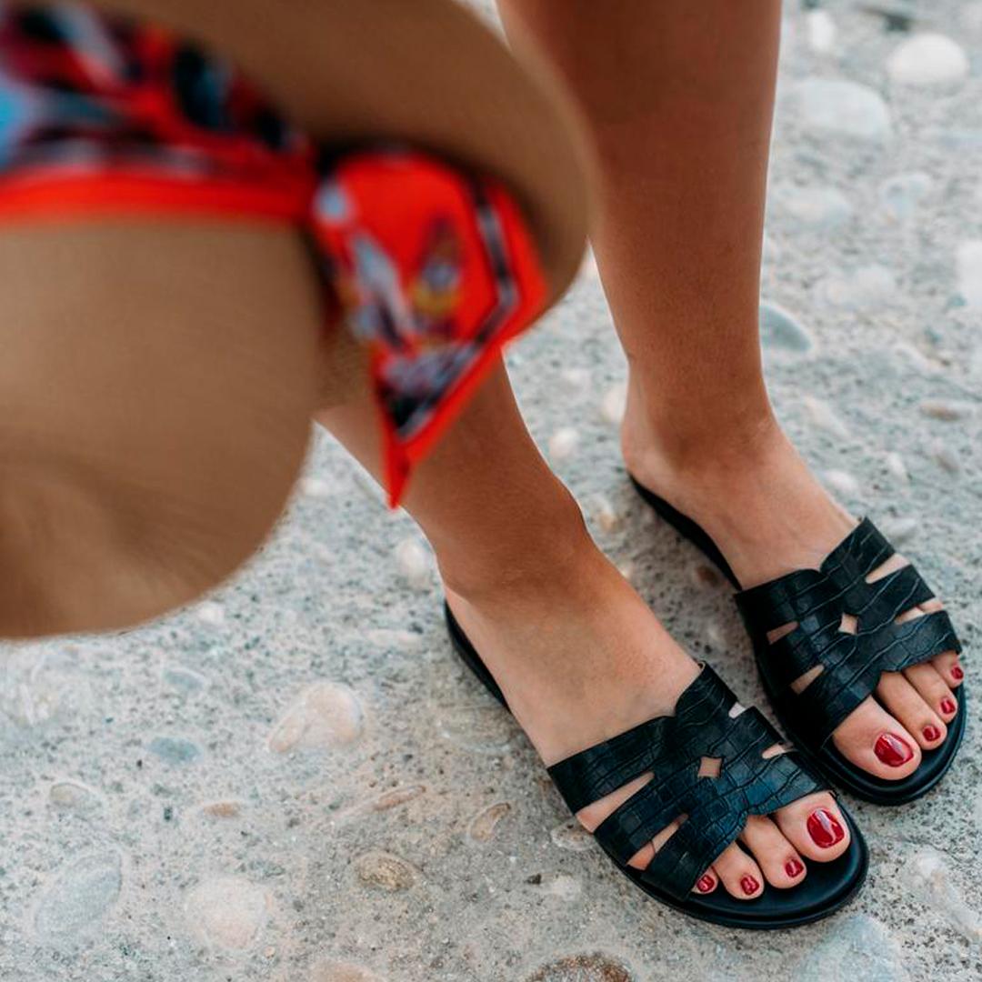 Sandalias planas de mujer con piel coco Funny Lola 2517