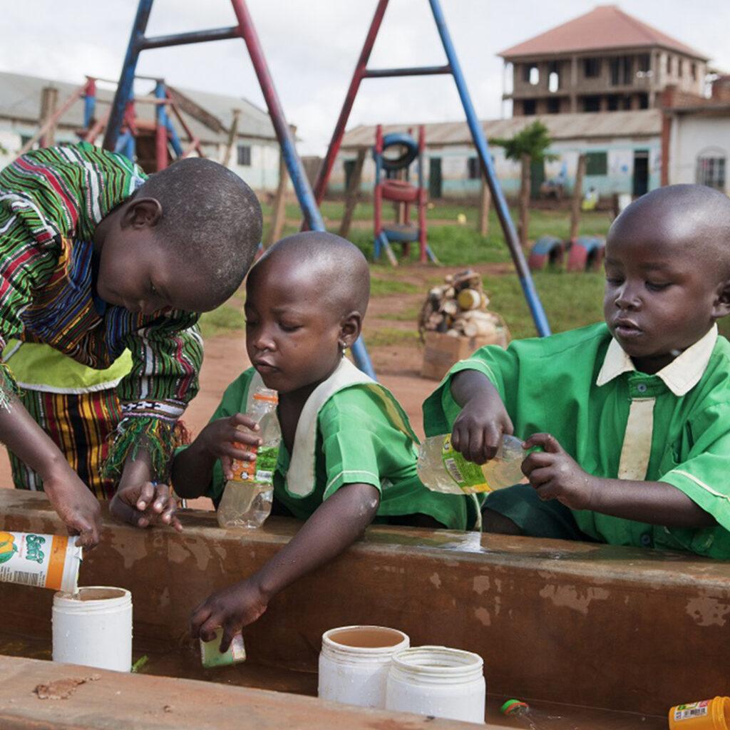 Catchalot y UNICEF zapatos solidarios