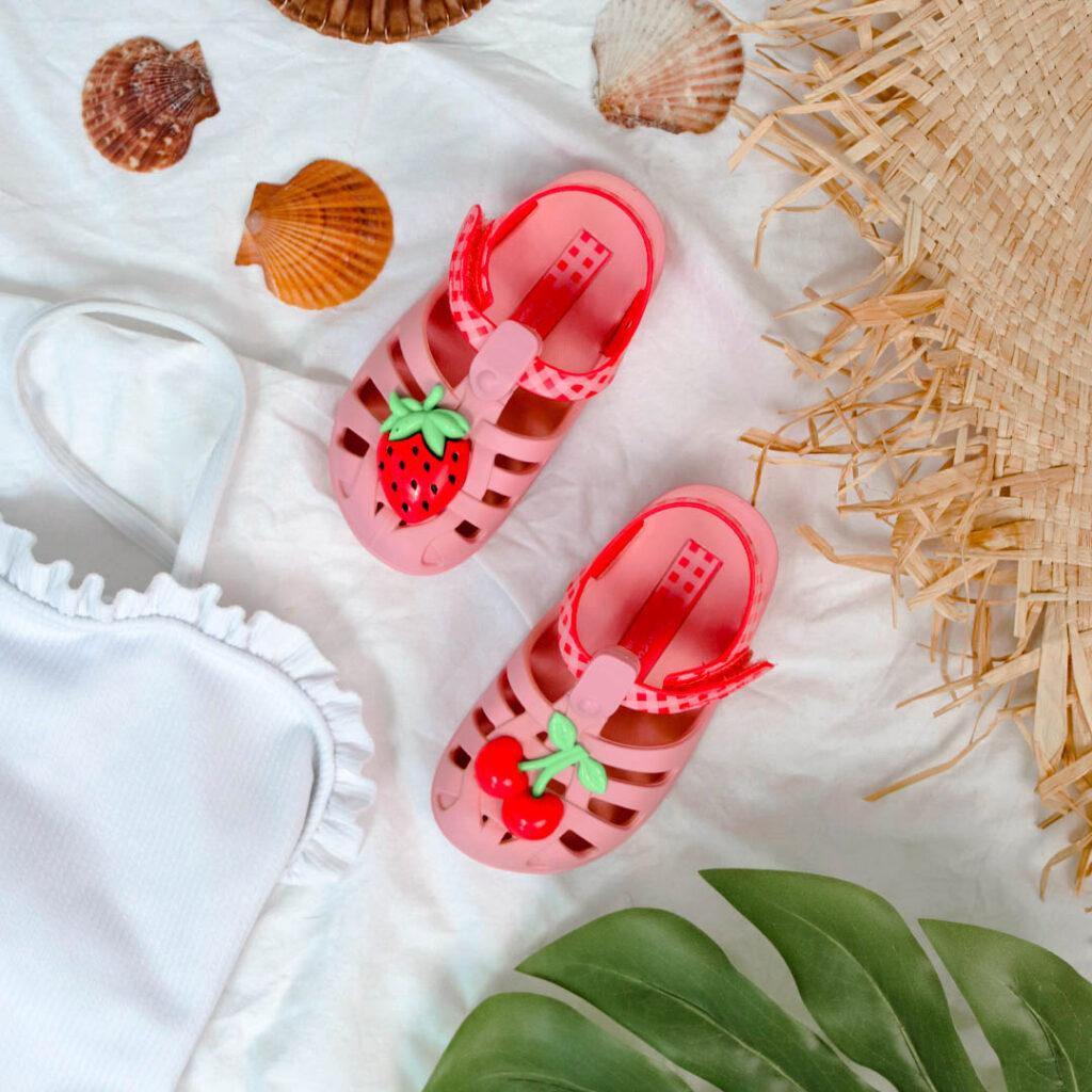 chanclas de piscina para niña con motivos frutales Ipanema 82858